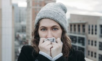 7 Ways to Fashionably Wear a Beanie