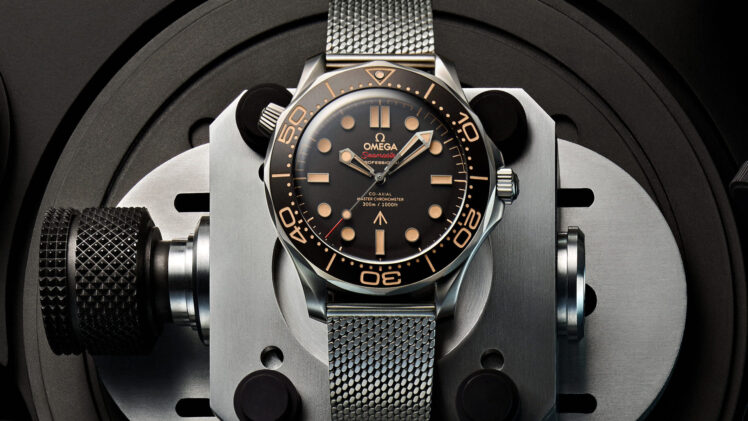 7 Iconic Watches Used by James Bond